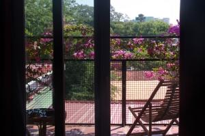 naked balcon