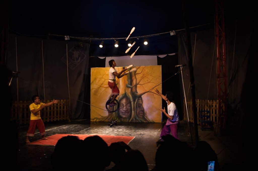 circus juggling